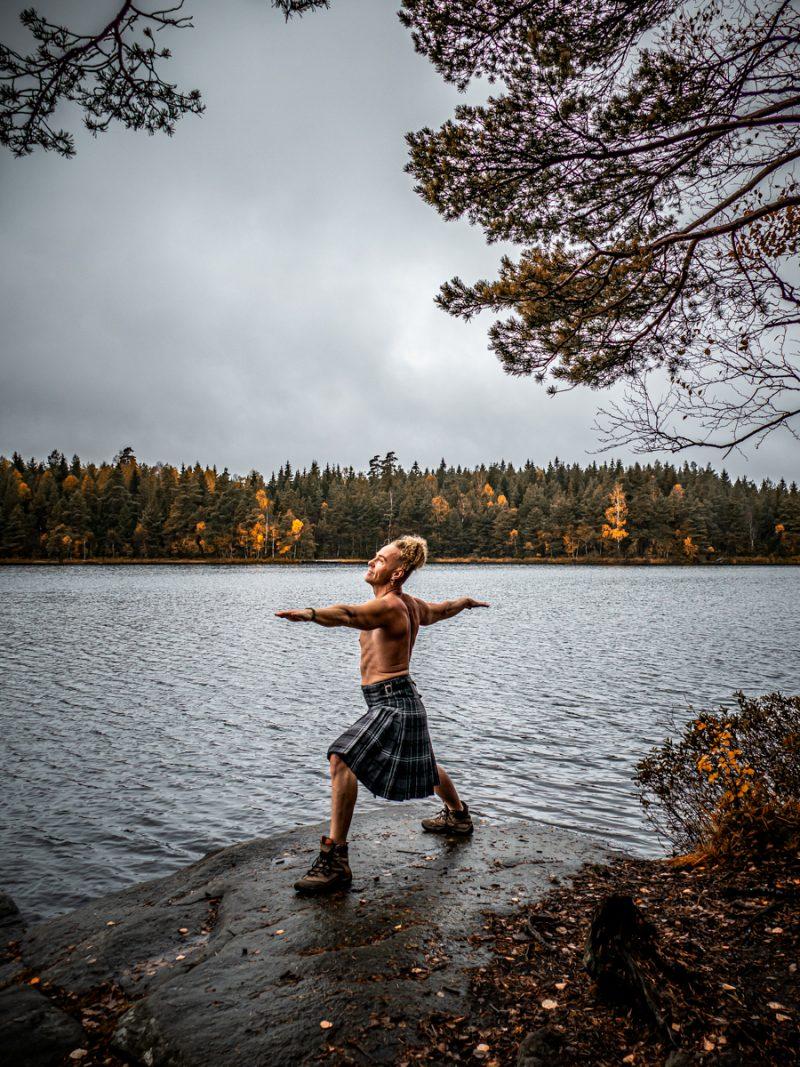 Patrik Blom kilted yoga